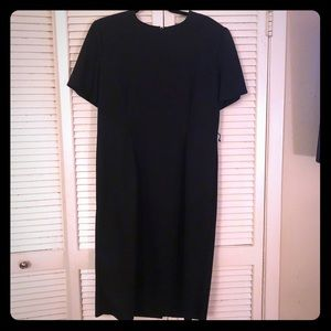 {Vintage} Short sleeve LBD midi length w/darting